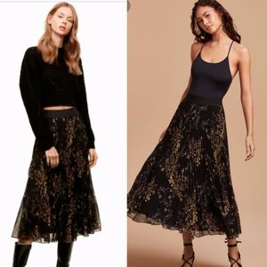Aritzia Wilfred pleated floral maxi skirt sz s
